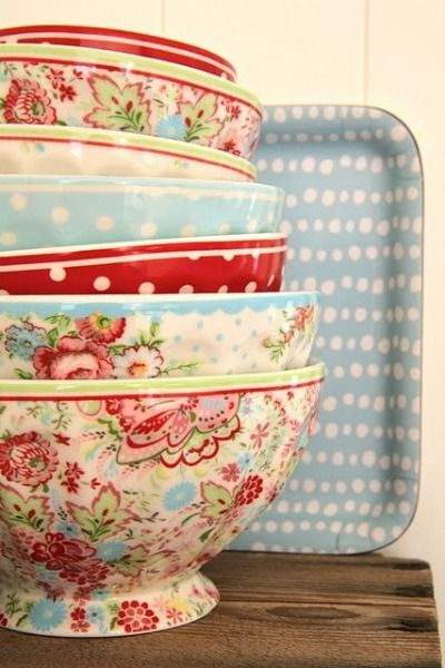 Love these Bowls: Colors Combos, Kitchens Colors, Polka Dots, Vintage Kitchens, Mixed Bowls, Pattern, Cath Kidston, Vintage Bowls, Green Gates