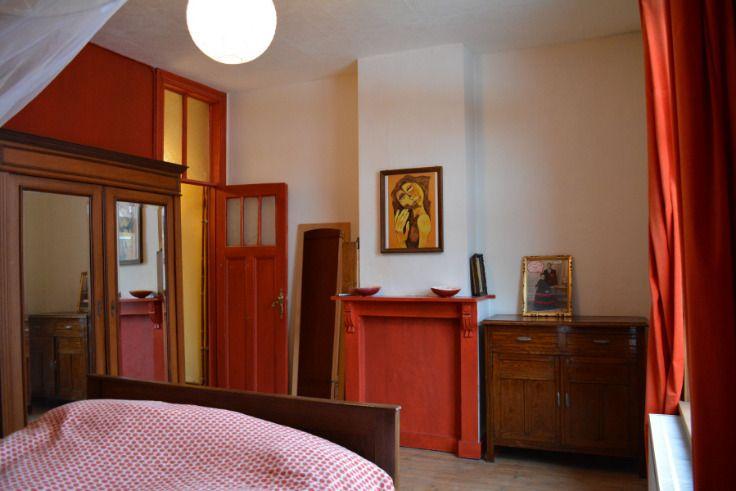 Te koop - Huis 4 slaapkamer(s)  - bewoonbare oppervlakte: 125 m2  - Instapklare, deels gerenoveerde rijwoning met stadstuintje (+/- 60m²). Het huis is rustig gelegen, op wandel- en fietsafstand van… alles (Gent centrum  - dubbel glas 1 bad(en) -   2 gevel(s) -  1 toilet(ten) -  - eetkamer - oppervlakte kelder: 17 m2 - oppervlakte keuken: 9 m2 - oppervlakte zolder: 17 m2