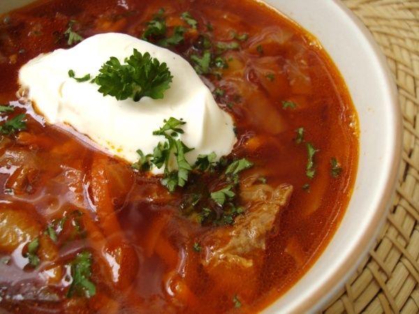 Aujourd'hui j'ai réalié pour vous une spécialitée Russe : Le Bortsch La soupe traditionnelle russe à la betterave idéale par ce temps froid!! De Moscou à Saint-Pétersbourg, il y a autant de recettes de Bortsch que de Russes... alors voici ma version : Pour...