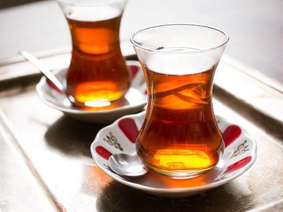 Bevine una tazza al giorno (a digiuno) per tre settimane. Il risultato è assicurato: chili in meno, addome piatto come una tavola da surf e viso sgonfio