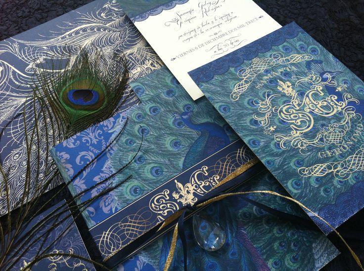 Tarjeta Pavo Real Azul por The Lovely Card. CONSEJO de Boda: lo ideal es que encarguen las invitaciones dos meses antes del evento y que se repartan un mes antes de la fiesta!