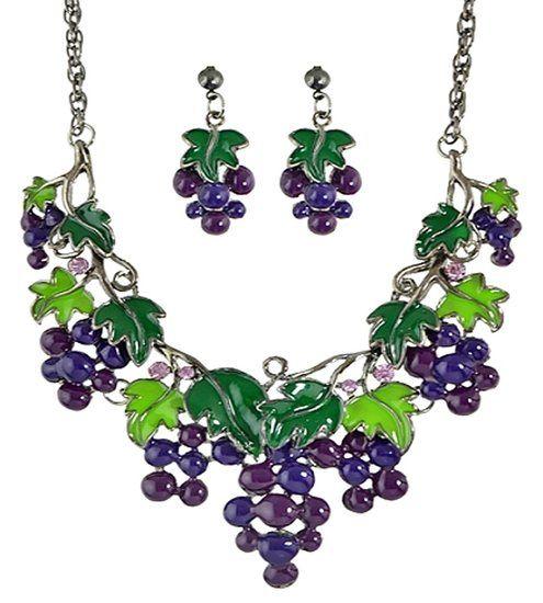 https://www.goedkopesieraden.net/Ketting-oorbellen-met-paarse-druiven-en-groene-blaadjes