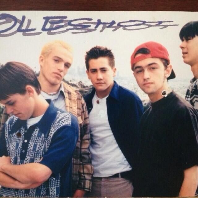 http://ift.tt/2wEGXEA Jake Gyllenhaal was in a boyband called 'Holeshot' but got kicked out for dating the drummer's girlfriend.