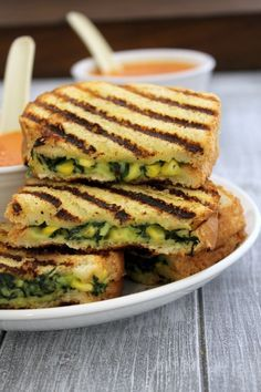 Spinach corn sandwich recipe - grilled sandwich with creamy, cheesy filling made from boiled corn kernels and chopped spinach.