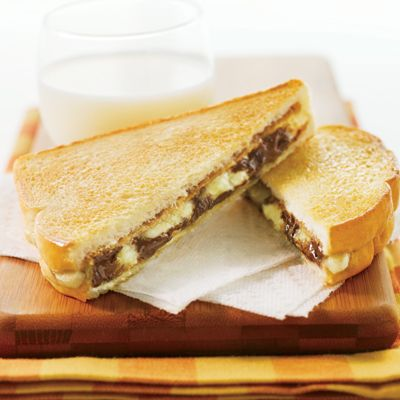 Grilled Chocolate Peanut Butter Banana Sandwiches By: NESTLÉ TOLL ...