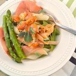 Lekker en Snel: Penne tricolore met serranoham en groene asperges