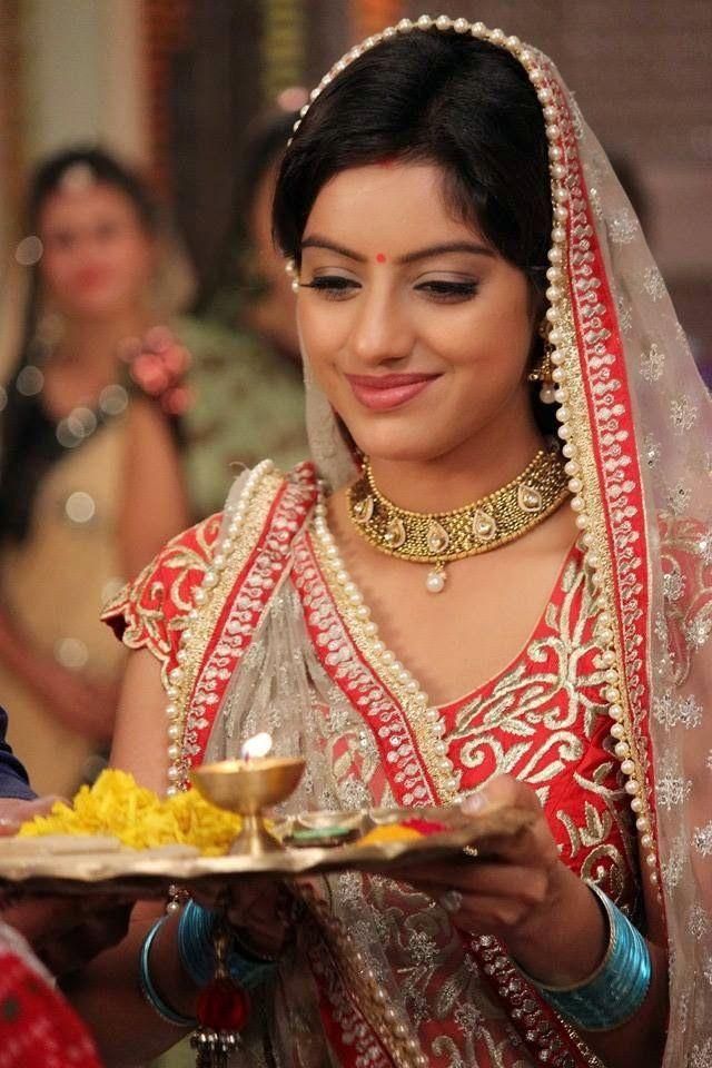 Deepika Singh AS Sandhya In Diya Aur Baati Hum Hd Wallpaper Free