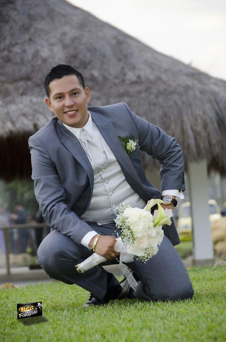 Daniel, un novio encantador con un estilo clásico para el día de su boda. #BodasCali #FotografiaDeBodasEnCali
