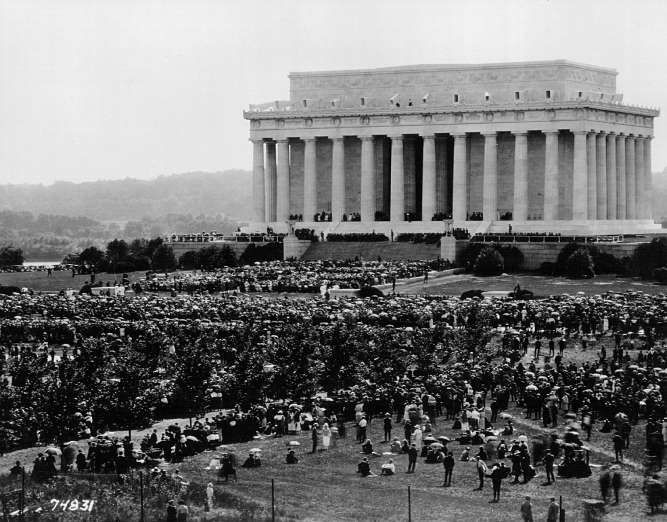 May 30,  1922: PRESIDENT TAFT DEDICATES LINCOLN MEMORIAL  -  The Lincoln Memorial in Washington, D.C. is dedicated in a ceremony attended by President Warren G. Harding, Chief Justice William Howard Taft and Robert Todd Lincoln.