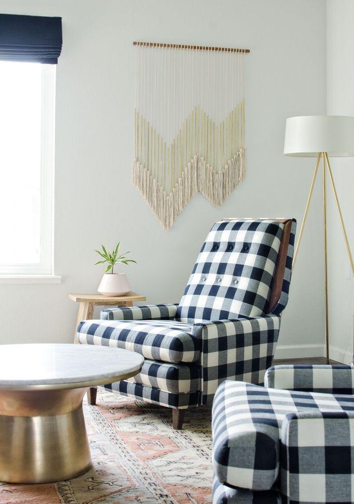 soggiorno-salotto-poltrona-blu-tavolino-metallo-finestra-decorazione ...
