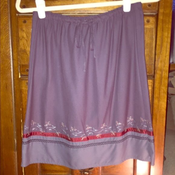 JUST REDUCED‼️ Eddie Bauer drawstring skirt PS Eddie Bauer embroidered drawstring skirt in a plum color. Very soft, and comfy. Mint condition. Size petite 4. Eddie Bauer Skirts