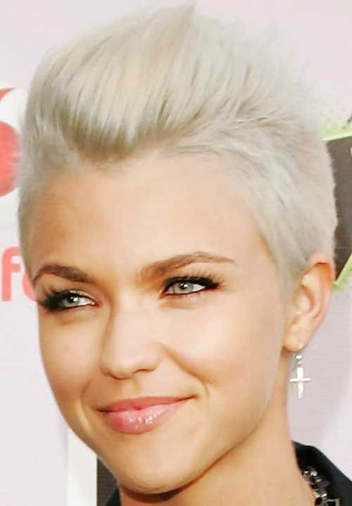 elegant short pixie cut hairstyles for blonde hair