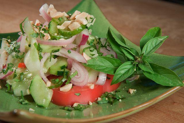 Тайский салат из огурцов Ям Тэн