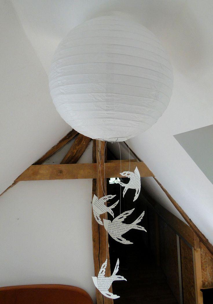 suspension boule chinoise blanche et oiseaux en papier recyclé livre : Luminaires par 1-monde-a-part
