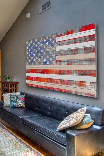 American Flag Wall Art in Wood Atenção ao sofá, é simplesmente fantastico!
