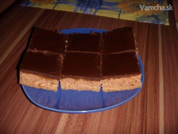 Stratený marhuľový kompót v koláči