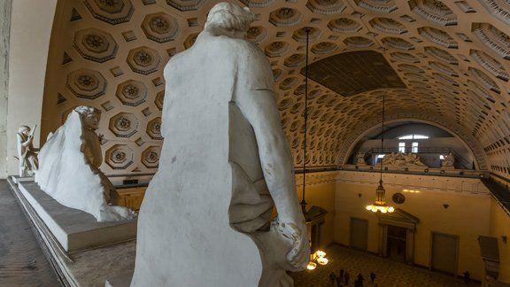Здание Биржи – уникальное выставочное пространство, позволяющее создать Музей геральдики и наград, не имеющий аналогов.
