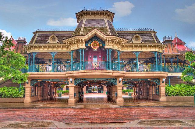Disneyland Paris Main Street Station by Larry White (Trying_to_Shine), via Flickr