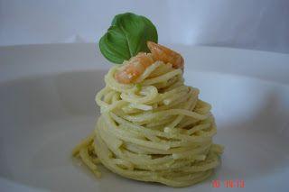 gabrielaolteanu: Spaghete cu avocado si creveti