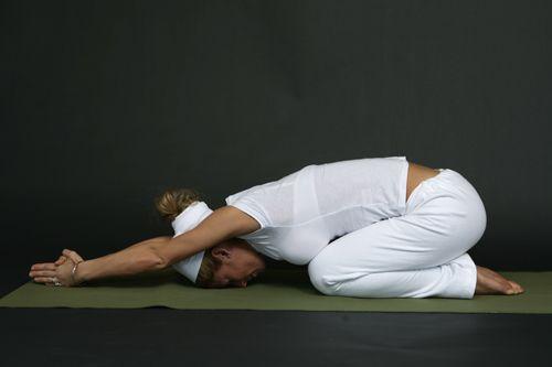 7 Kundalini Yoga Posturas para liberar el Chakras