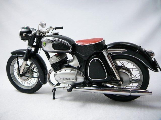 #Miniatures moto de collection DKW RT 350S http://www.freeway01.com/dkw-rt-350s-miniature-110-schuco-xml-252_272-7389.html