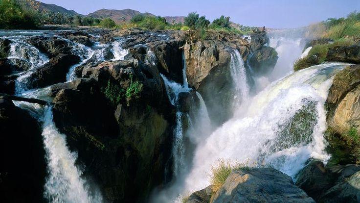 Les chutes d'Epupa - Sur le fleuve Kunene, à la frontière avec l'Angola, cet ensemble de 22 cascades dont le dénivelé atteint 37 mètres enchante les visiteurs.