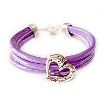 """Bransoletka damska """"skarb miłości"""" z fioletowego rzemyka z sercem."""