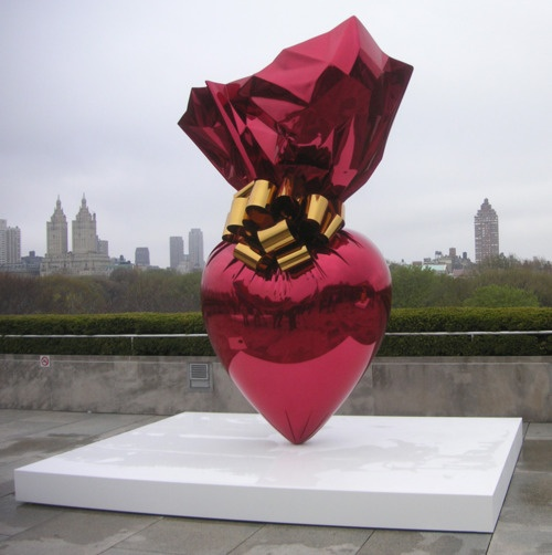 Emily Rothkopf For decades Jeff Koons has employed ordinary objects in extraordinary combinations to provide an ongoing commentary on materiality and artificiality eroticism and naivety popular culture and rarefied elitism Zafar 2013