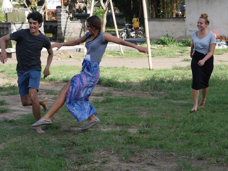 At the end of the class our volunteers often play outside with all the students. #vpbali #fun #play #smiiles