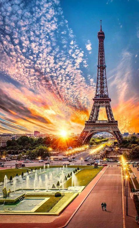 Apus de soare la Paris cu Turnul Eiffel - Franţa