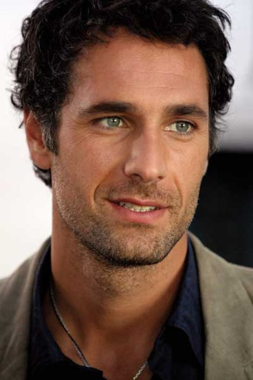 Raoul Bova, hot,hot,hot..My Coonor Reed from Waiking up married