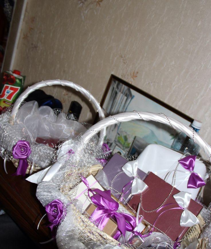 Помолвка ШуМиш-ек корзины с подарками