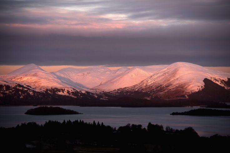 Изглед към планината Бен Ломонд в Шотландия. Температурите на някои места в страната паднаха до -12 градуса по Целзий в най-студената нощ от началото на зимата.