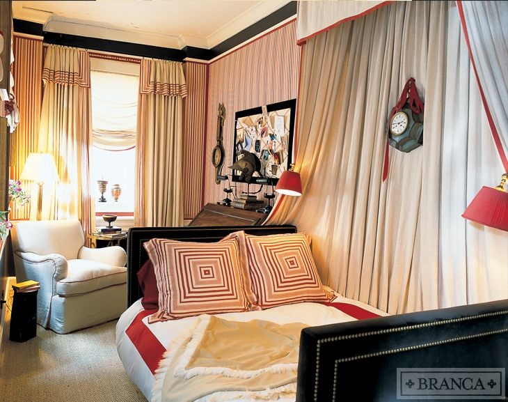 Cozy  small bedroom in red and cream stripes with a canopy  sconces with  red lampshades  a work space and sitting space   Alessandra Branca86 best Studio Apartment images on Pinterest   Studio apt  Small  . Small Apartment Cozy Bedroom. Home Design Ideas