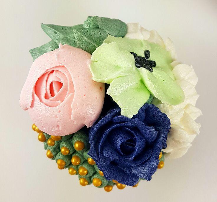 🌸Buttercream Flower Cupcake🌸 My page www.facebook.com/archicaketure  Youtube: ArchiCaketure