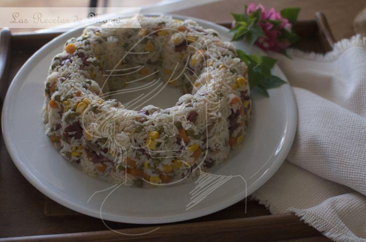 Corona de arroz, verduras y jamón
