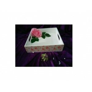 Multifunction box with elegant vintage design ready to decorate your room. Size: 30x30x8 cm