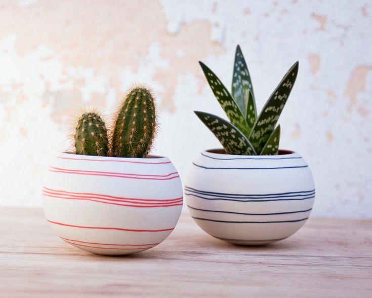 Jardinera de cerámica cactus rayas naranjas. Jardinera mini
