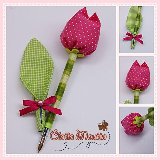 Olha que coisinha mais fofa, ficou essa caneta decorada   com fuxico em forma de tulipa !!   Fácil de fazer!!!     Essas canetas foram...