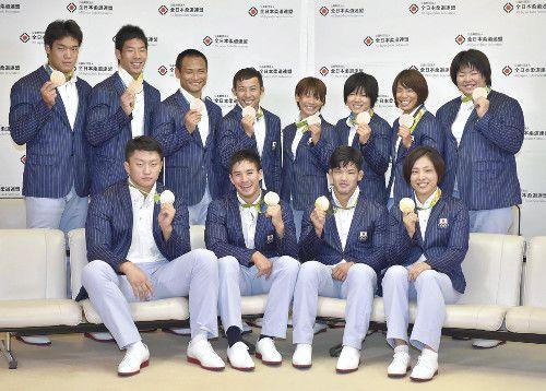 メダル12個、柔道選手団の帰国に大きな拍手