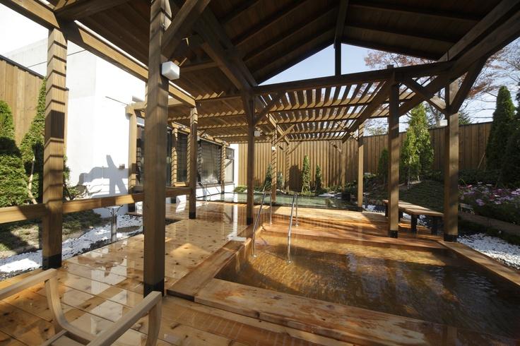 掛け流し温泉の木のお風呂
