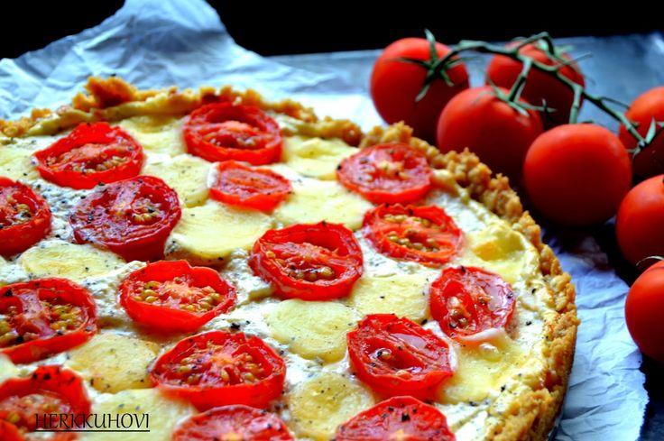 Herkkuhovi: Tomaattipiiras suolakeksipohjalla