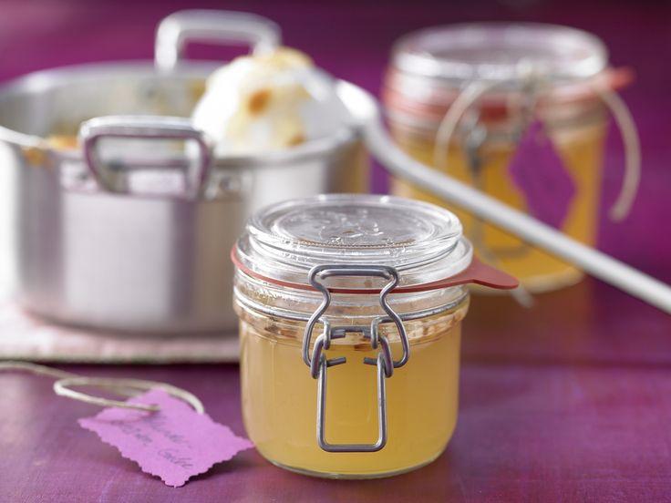 Eine süß-nussige Kombi! Holunderblüten-Gelee - mit Mandelblättchen - smarter - Kalorien: 28 Kcal - Zeit: 40 Min. | eatsmarter.de