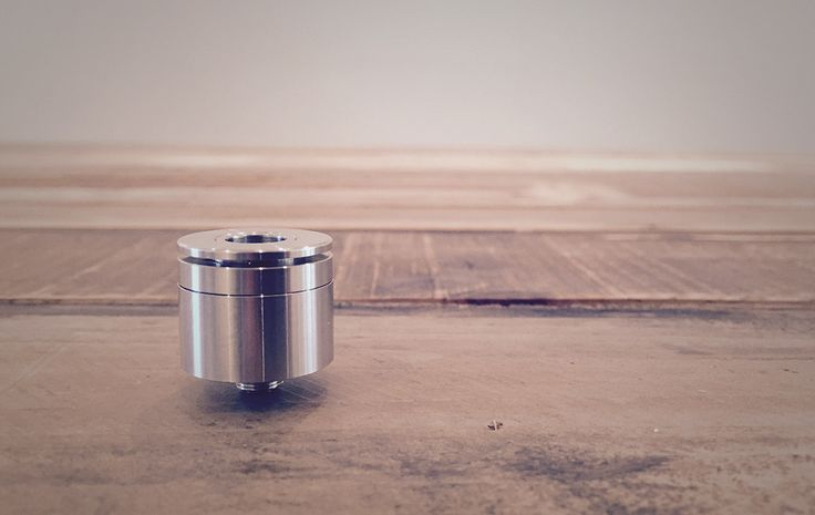 The Rogue was one of the first popular top airflow RDAs. It's simple and very clean design and build deck caught our interest. And as always we want to find out what the design differences between RDAs will do to the flavour.