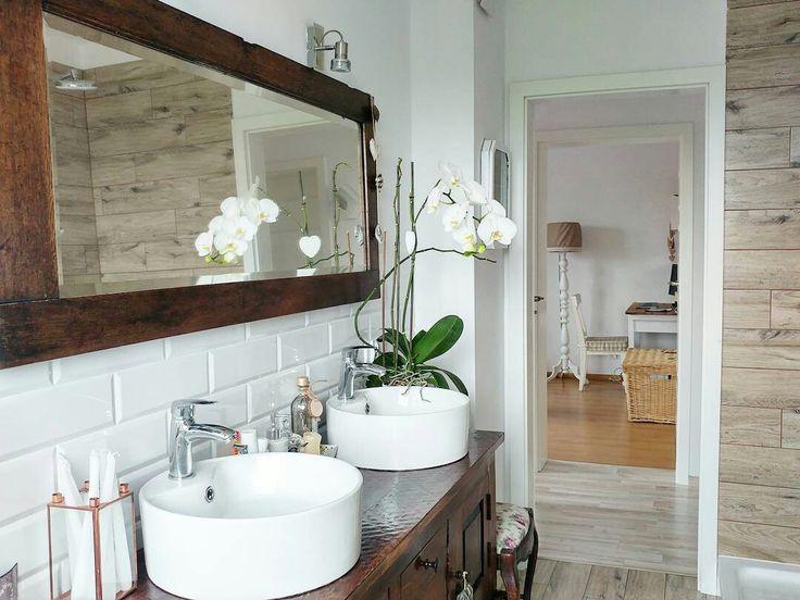 White interior. Shabby chic. Bathroom. Bathroomdecor
