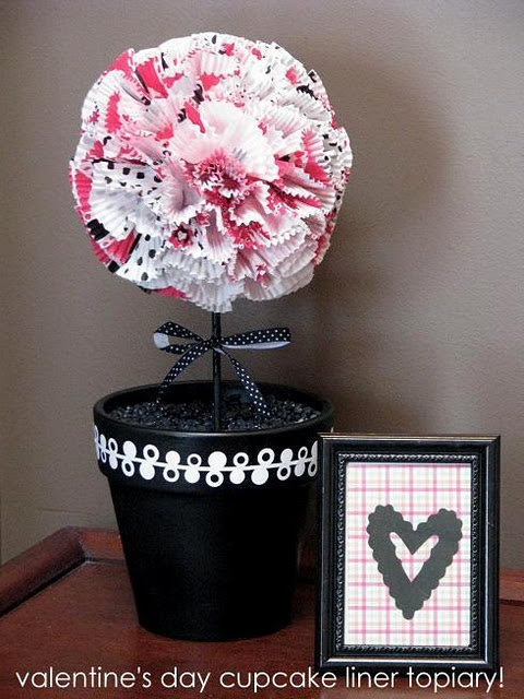 Valentine's Day Topiary: Decor Cupcakes, Valentine'S Day, Cupcake Liners, Crafts Ideas, Cupcakes Liner, Valentine Cupcakes, Cupcakes Wrappers, Tables Decor, Valentine Decor