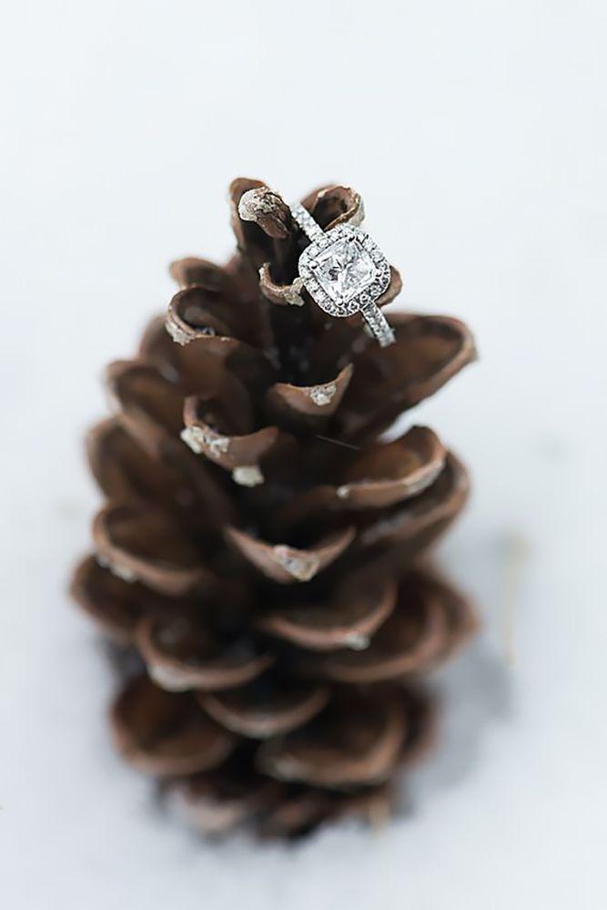 24 Ideas Of Cozy And Fancy Rustic Winter Wedding