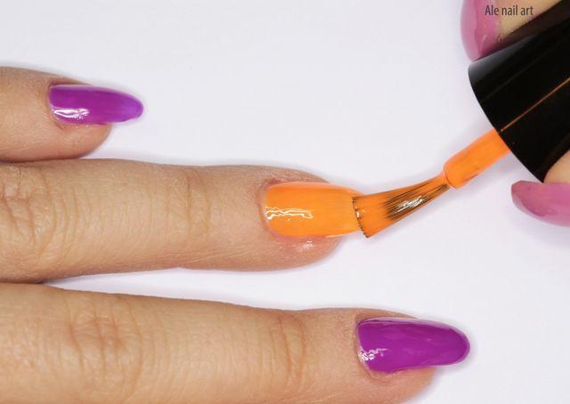 Lo smalto al mare? Molte ragazze riscoprono il gusto per le unghie curate e colorate proprio in vacanza. Al mare si sa, indossiamo i sandali, infradito e vogliamo avere unghie (anche dei piedi) sempre