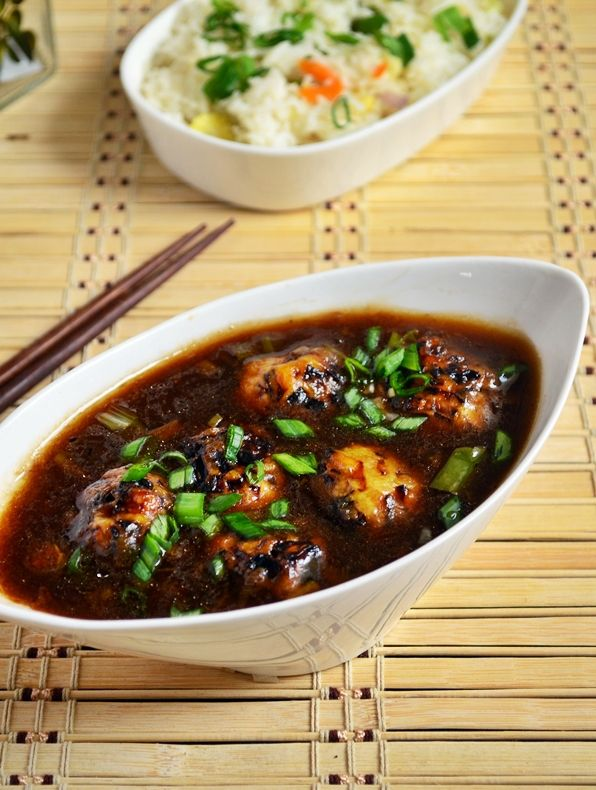 Veg manchurian gravy recipe: Veg manchurian gravy, veg koftas simmered in sweet spicy and tangy manchurian sauce,best ever indo chinese side dish for fried rice and noodles,recipe @ http://cookclickndevour.com/veg-manchurian-gravy-recipe