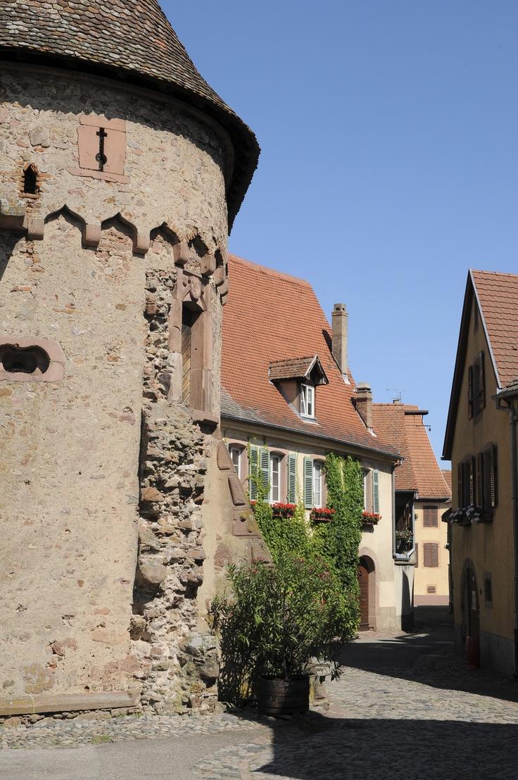 """La Tour des Voleurs, appellée """"Schelmenturm"""", à #Ammerschwihr, qui servait autrefois de prison"""